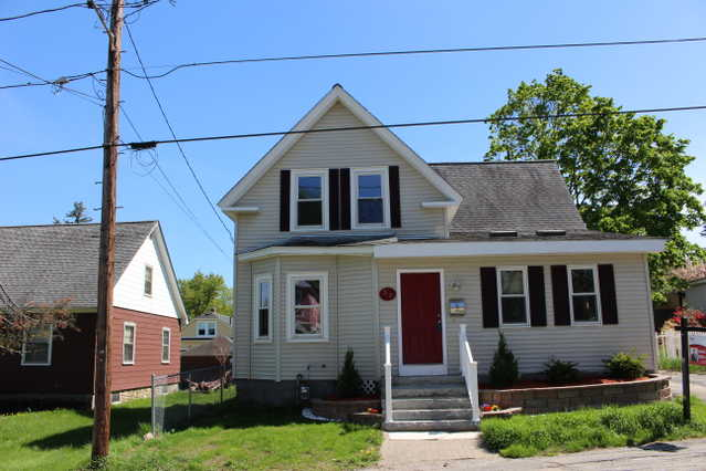 New Englander Located In Manchester Nh - Listed By Derek Leblanc