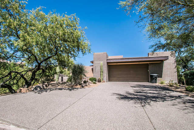 3 Bedroom, 3.5 Bath Home, Gated Entry, Fireplace
