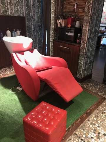 Beauty Salon Furniture, Accessories, Supplies Auction